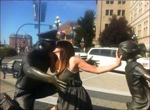 statue-fun